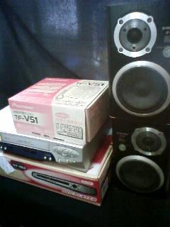 スピーカー、ビデオデッキ、DVDプレーヤー、電話機